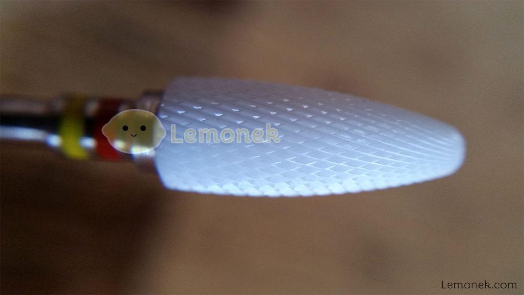 frezy frezarka karbidowe jd700 aliexpress blog recenzja lemonek com marlena ceramiczne bity czerwony żółty niebieski czerwono-żółty frezowanie do frezowania skórek usuwania masy pudełko pojemniczek opakowanie drobny delikatny małe ząbki zęby